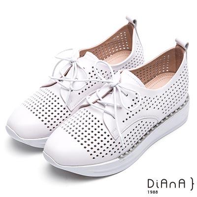 DIANA 漫步雲端焦糖美人款—沖孔珍珠厚底休閒鞋-白