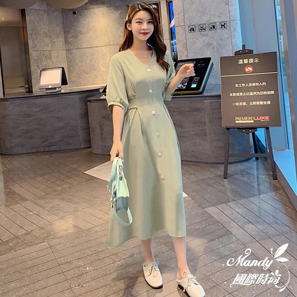 Mandy國際時尚 短袖洋裝 中長款V領泡泡袖單排扣收腰顯瘦連身裙