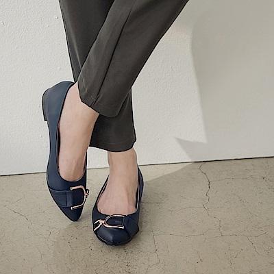 台灣製造~雙D金屬釦尖頭平底鞋-OB大尺碼