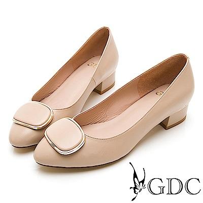 GDC-真皮尖頭氣質小姊姊上班素色方扣低跟包鞋-粉膚色