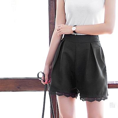 褲腳蕾絲拼接純色打褶短褲-OB大尺碼