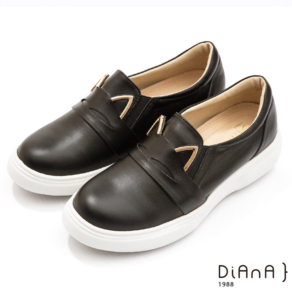 DIANA 5 cm進口羊絨金屬貓耳超輕量內增高休閒鞋–漫步雲端焦糖美人-黑貓咪