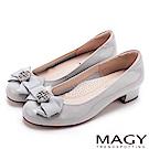 MAGY 甜美新風貌 真皮造型鑽飾蝴蝶結粗低跟鞋-灰色