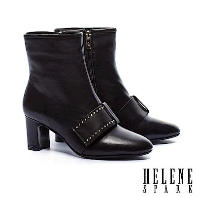 短靴 HELENE SPARK 時尚寬帶鉚釘全真皮粗高跟短靴-黑