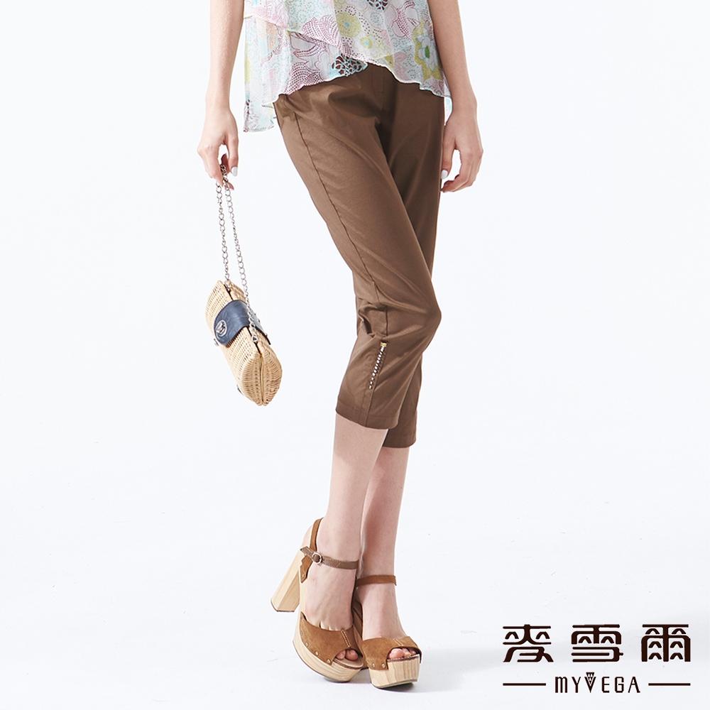 【麥雪爾】素面立體珠飾彈性八分褲-咖啡