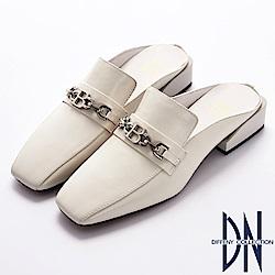DN 俐落有型 羊皮金屬鍊點綴方頭樂福穆勒鞋-米白