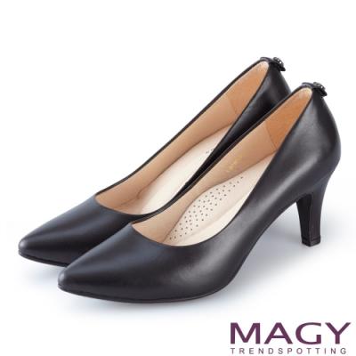 MAGY 氣質魅力款 愛心鑽飾真皮尖頭高跟鞋-黑色