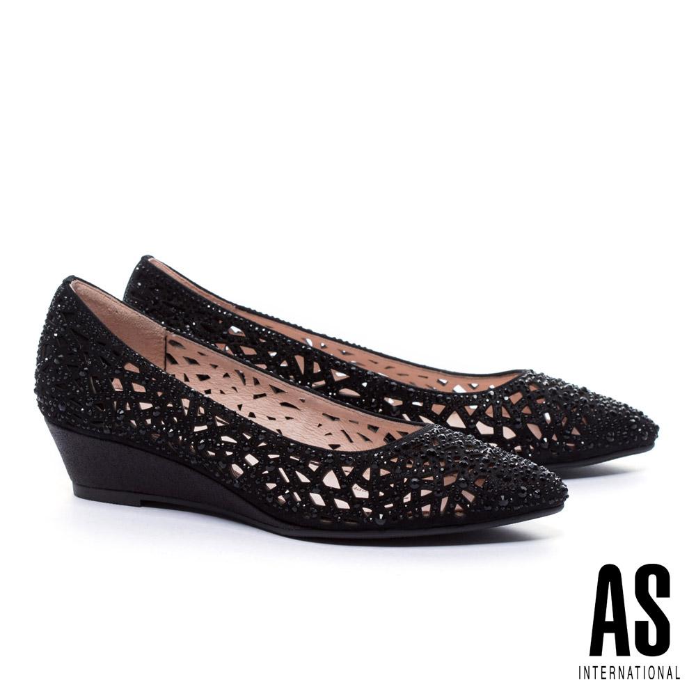 低跟鞋 AS 華麗迷人沖孔晶鑽設計尖頭楔型低跟鞋-黑