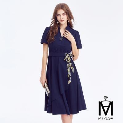 MYVEGA麥雪爾 MA簡約時尚異國風綁帶翻領洋裝-深藍