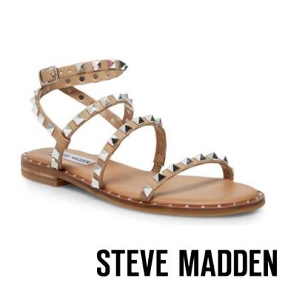 STEVE MADDEN-TRAVEL-前衛搖滾 二字帶繞踝鉚釘涼拖鞋-卡其棕