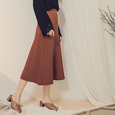 純色腰鬆緊直坑條針織圓裙-OB嚴選