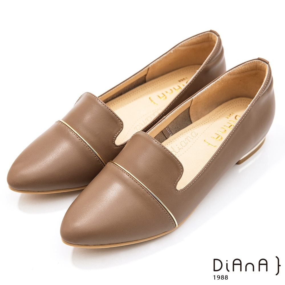 DIANA 2cm 牛皮金屬線條拼接鏡面尖頭低跟鞋-質感氛圍–棕
