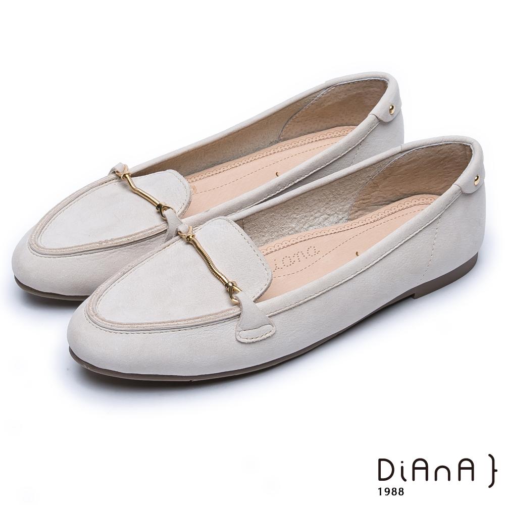 DIANA光澤金屬釦真皮尖頭平底鞋-漫步雲端超厚切焦糖美人款-米白