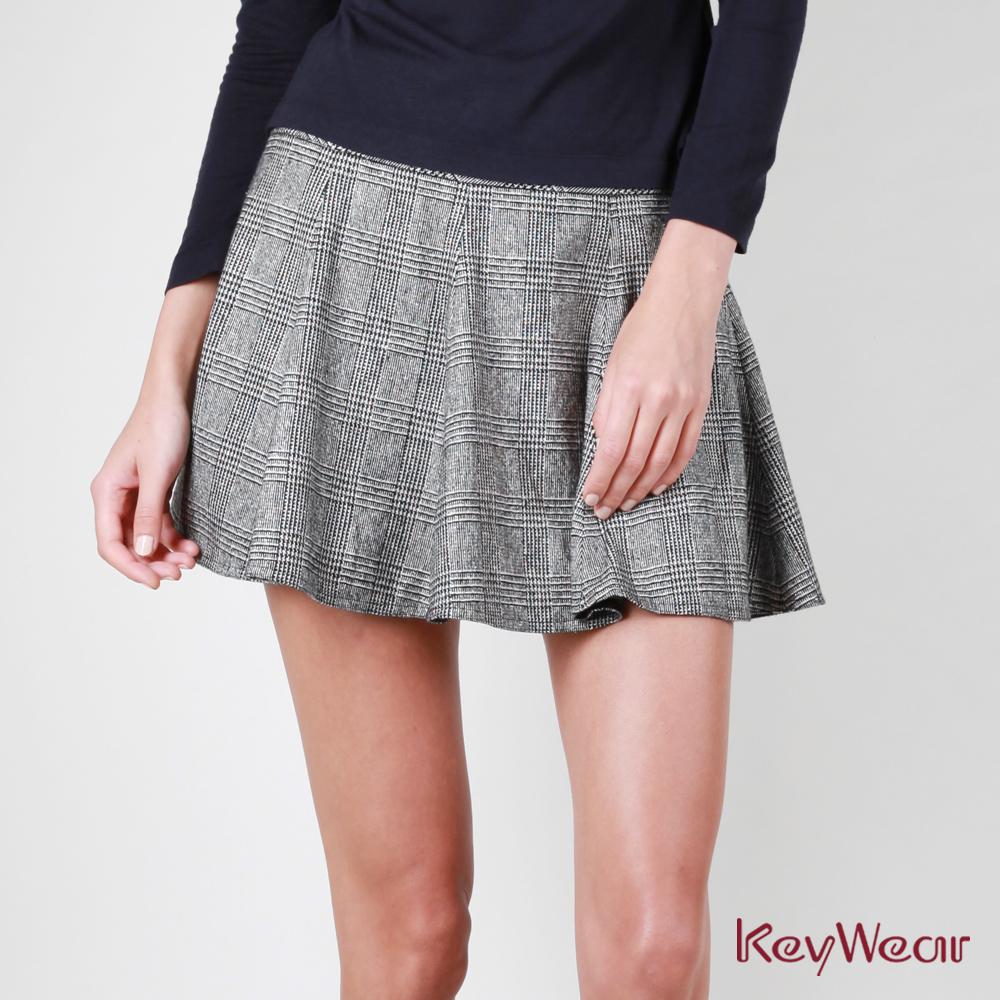 KeyWear奇威名品    日本進口色紗金蔥格多片短裙-灰色