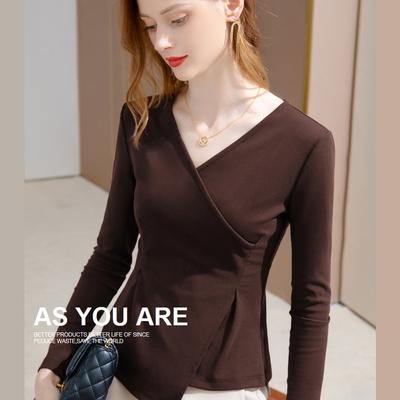 專注內搭-V領內搭衫修身長袖T恤不規則上衣(四色S-3XL可選)