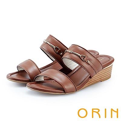 ORIN 優雅牛皮馬銜釦楔型拖鞋 棕色
