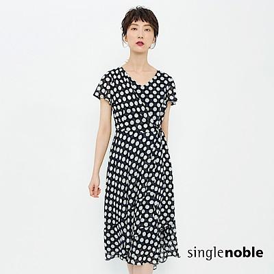 獨身貴族 復刻風潮圓點綁帶層次洋裝(1色)