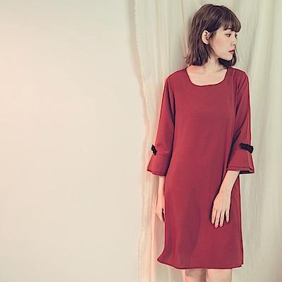 純色不易皺雙層喇叭袖綴蝴蝶結洋裝-OB大尺碼