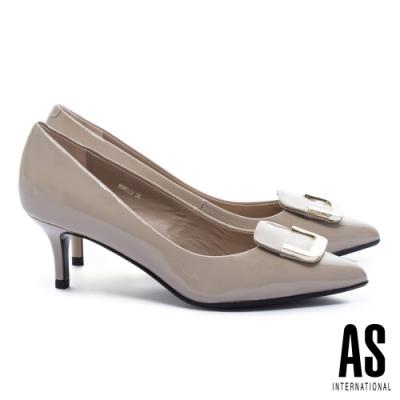 高跟鞋 AS 典雅半方型金屬釦飾牛軟漆皮尖頭高跟鞋-可可