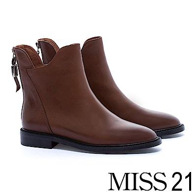 短靴 MISS 21 獨特縫線設計全真皮尖頭粗跟短靴-咖