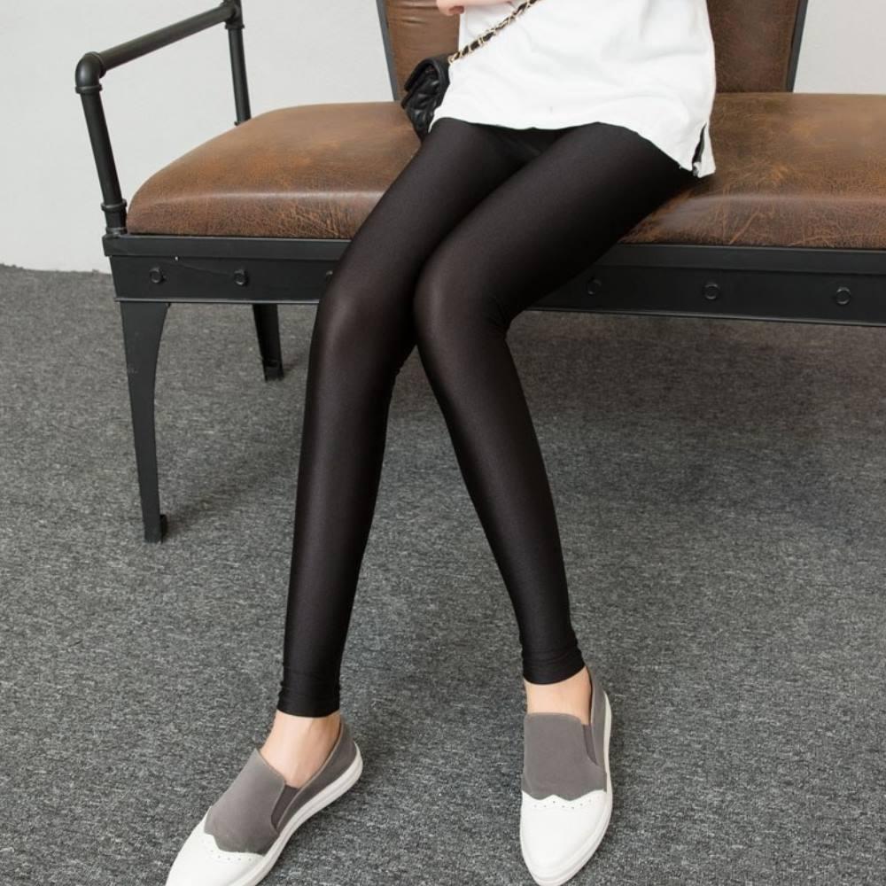 La Belleza光澤亮面鬆緊腰圍彈性九分內搭褲(加大)