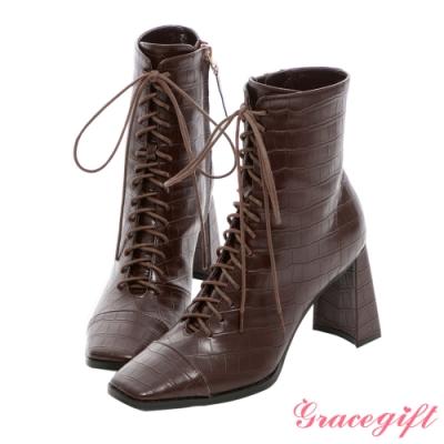 Grace gift X Kerina-聯名方頭綁帶高跟短靴 咖壓紋