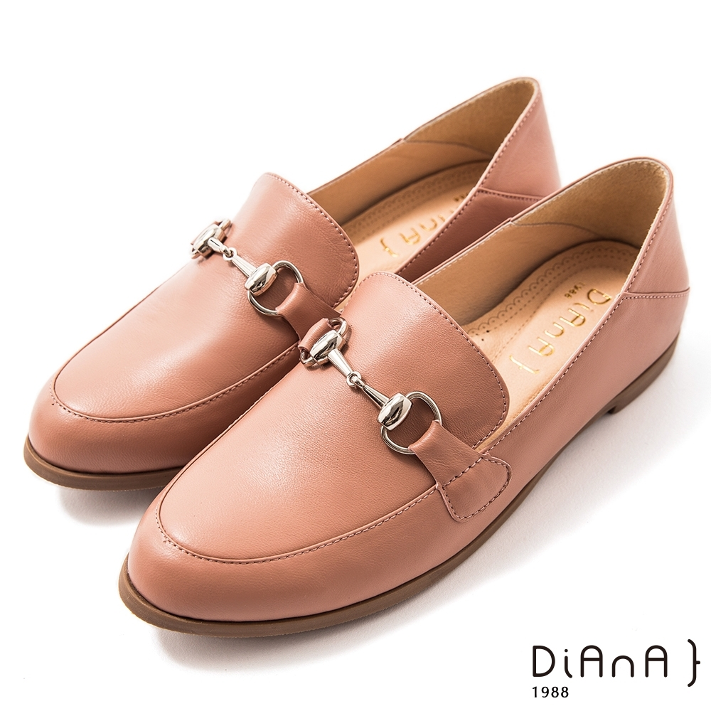 DIANA 1.5 cm柔軟羊皮馬銜釦低跟樂福鞋–漫步雲端焦糖美人–乾燥玫瑰