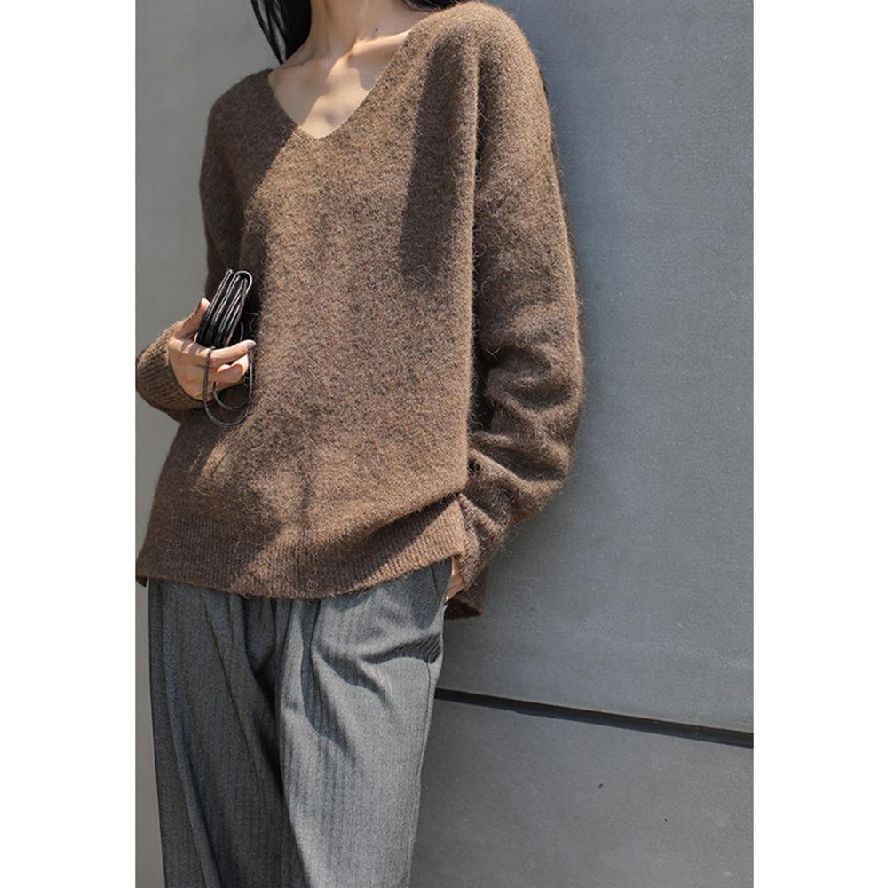 THG 韓版寬鬆落肩羊駝毛V領針織毛衣- 咖啡/黑
