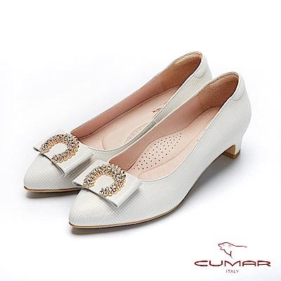 CUMAR文藝羅浮宮- 特殊格紋半月鑽飾扣尖頭低跟鞋-米
