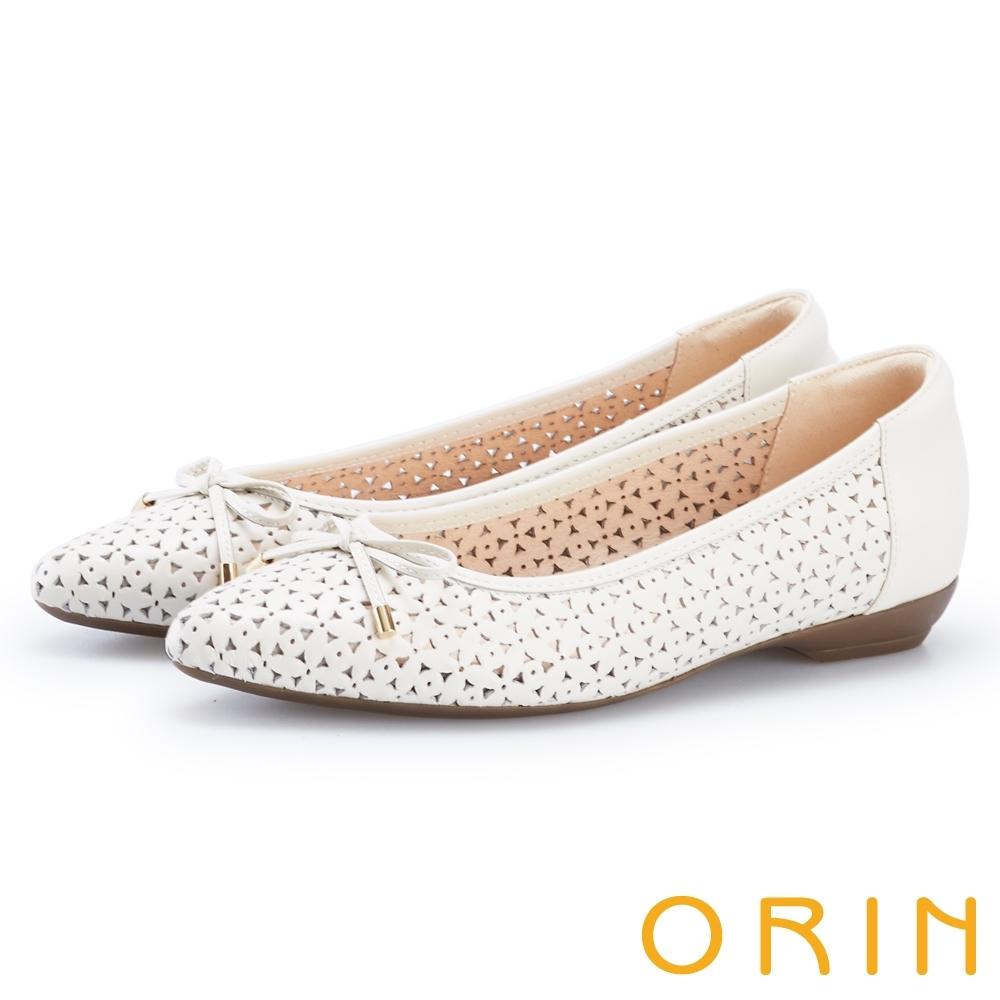 ORIN 微甜造型沖孔牛皮平底尖頭鞋 白色