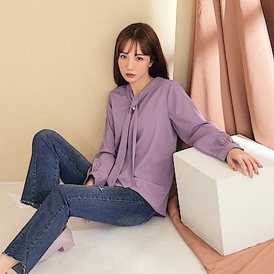 質感輕柔不易皺領巾造型釦飾長袖上衣-OB嚴選