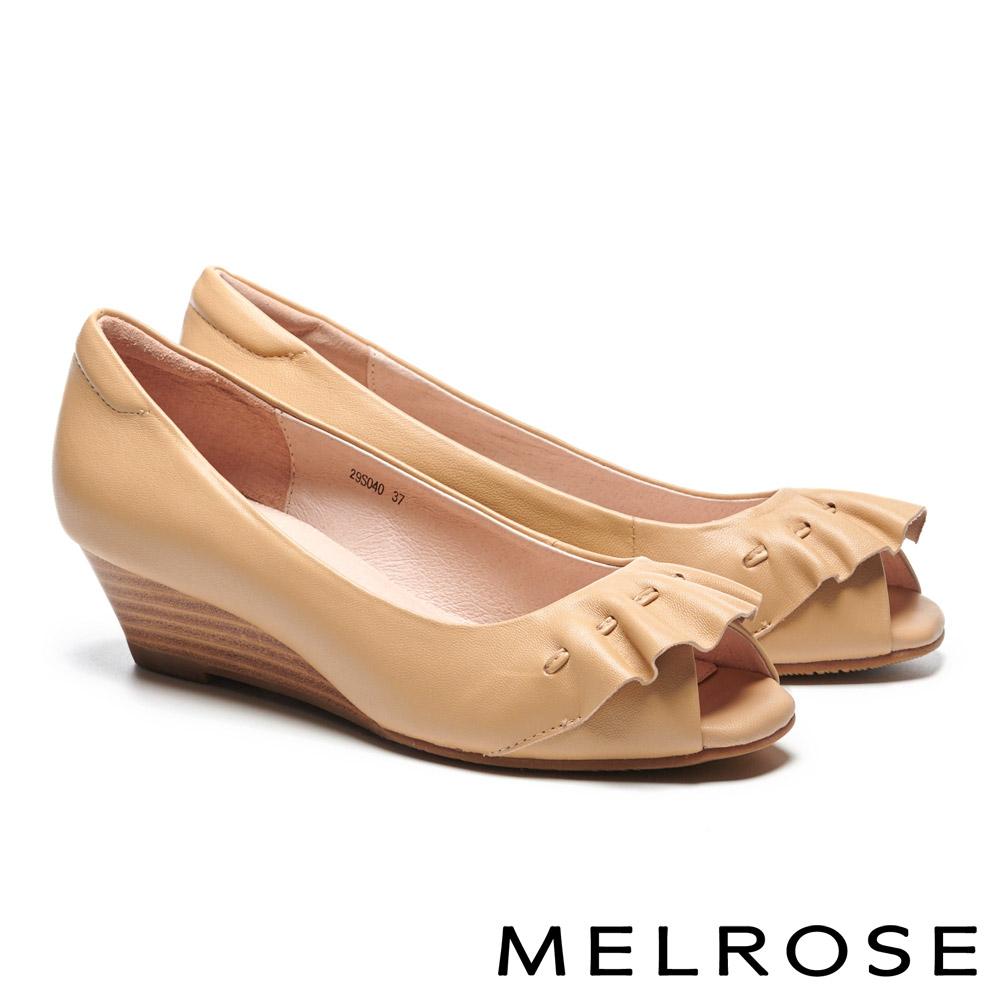 高跟鞋 MELROSE 柔美浪漫抓皺造型羊皮魚口楔型高跟鞋-米