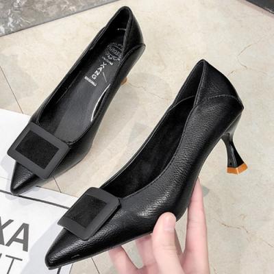 KEITH-WILL時尚鞋館 好評加碼方扣尖頭細跟鞋-黑