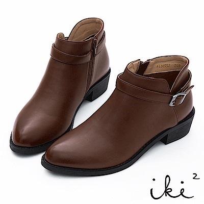 iki2 簡約素面帶釦尖頭短靴-咖