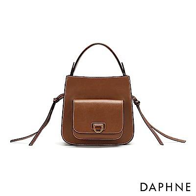 達芙妮DAPHNE-撞色車線鞍型小方包-棕