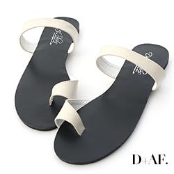 D+AF 裸足魅力.簡約一字套指涼拖鞋*米