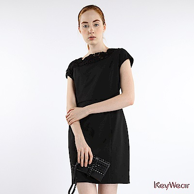 KeyWear奇威名品    時尚性感拼接蕾絲垂袖洋裝-黑色