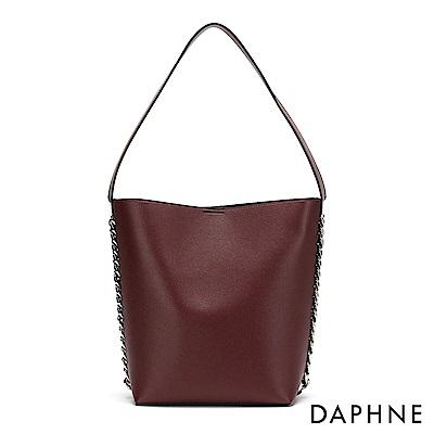 達芙妮DAPHNE-鏈條裝飾肩背托特包-酒紅