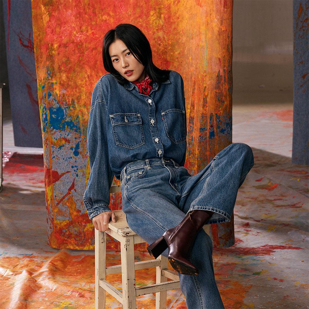 Levis Red 工裝手稿風復刻再造 女款 牛仔襯衫外套 Oversize寬鬆版型 中藍水洗 寒麻纖維