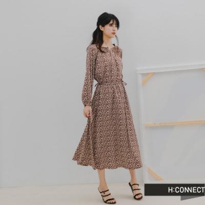 H:CONNECT 韓國品牌 女裝 -浪漫碎花收腰綁帶長洋裝-駝色