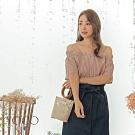 東京著衣-YOCO 甜美氣息格紋配色排釦一字領上衣-S.M.L(共兩色)