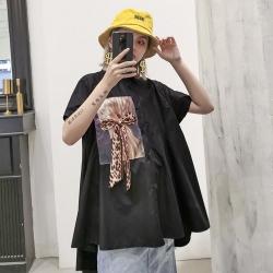 人物印花蝴蝶結前短後長寬鬆襯衫造型上衣-F-CLORI