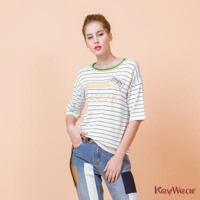 KeyWear奇威名品    英文字體裝飾五分袖針織上衣-白色