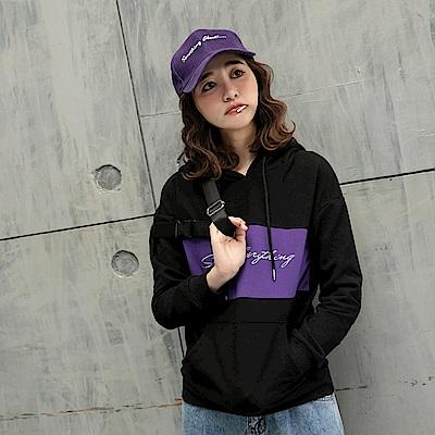 情侶系列~草寫字母刺繡撞色厚刷毛連帽T-女-2色-OB大尺碼