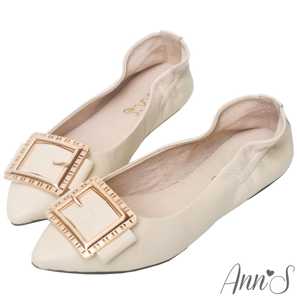 Ann'S微甜輕熟時尚-金色方扣超軟真皮尖頭平底鞋-米白