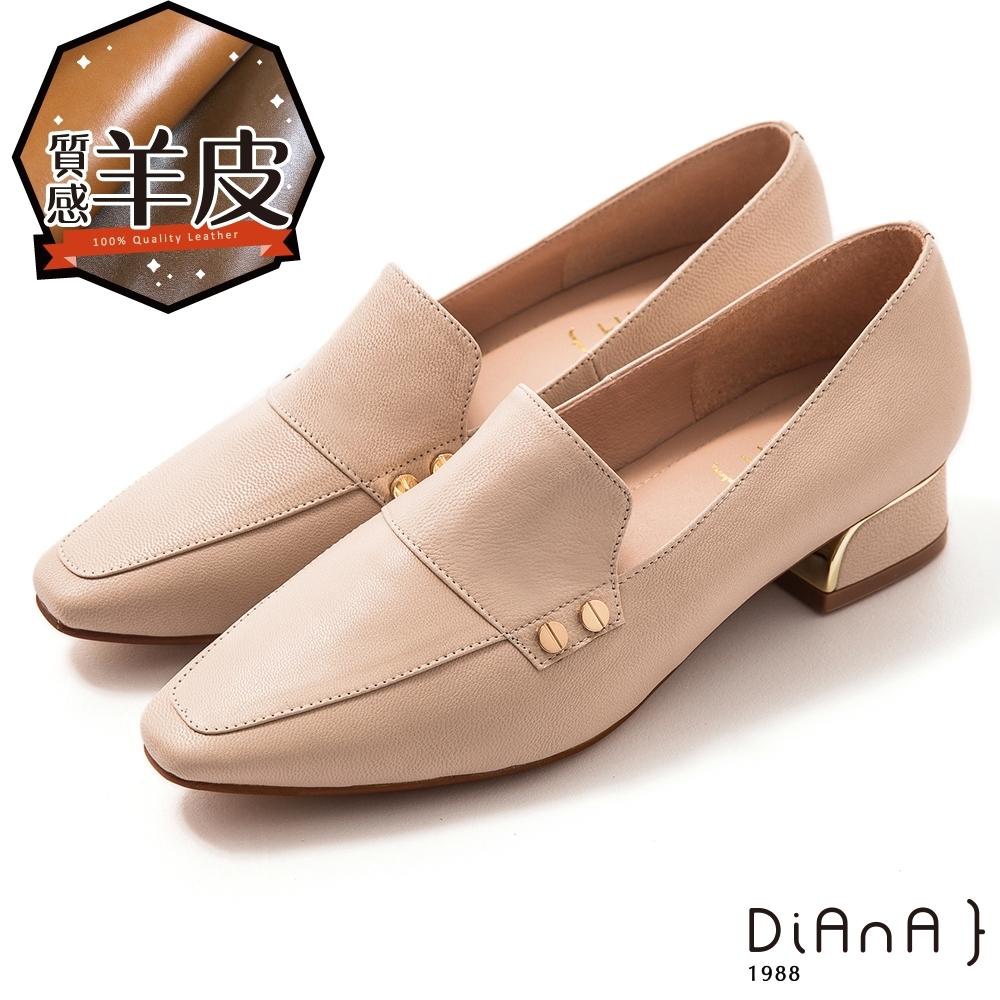 DIANA 4.5 cm 羊皮鉚釘釦飾金屬鑽鉗跟方尖頭跟鞋 –質感氛圍-米