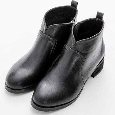 River&Moon中大尺碼-素面小V口側拉鍊短靴 黑