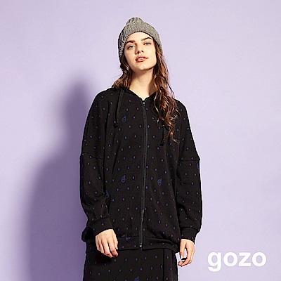 gozo 男友風落肩印花連帽外套(黑色)