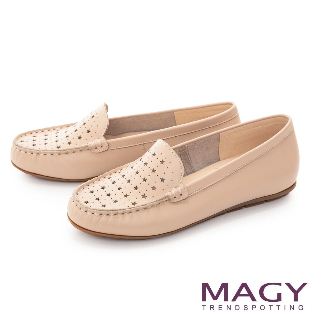 MAGY 真皮趣味穿孔平底 女 休閒鞋 裸色