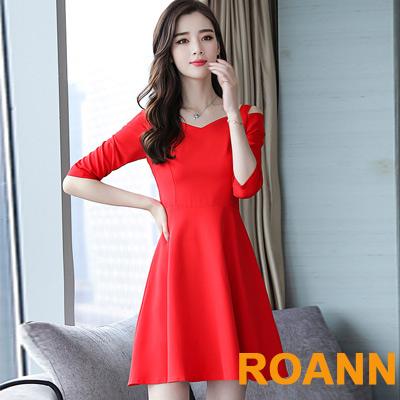 純色V領露肩七分袖洋裝 (共二色)-ROANN